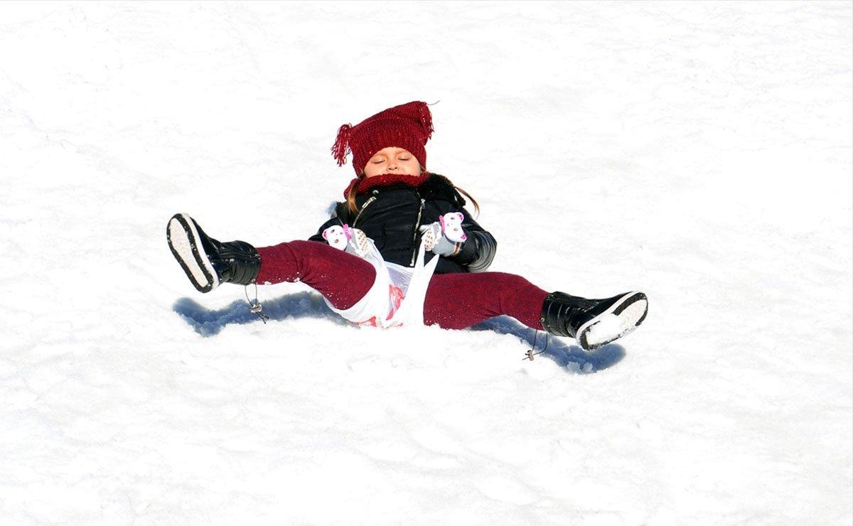 Tahtalı Dağı'nda turistlerin kar keyfi