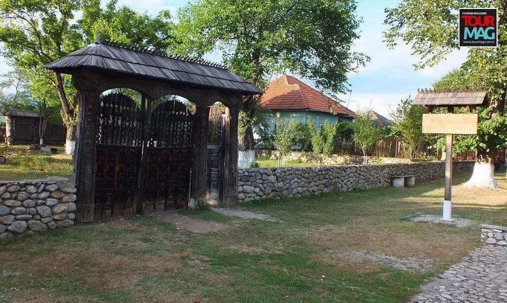 hobita village